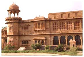 rajput architecture the mewar havelis Book royal rajasthan tour packages form delhi to explore the  who constructed many havelis  it is a magnificent example of pure rajput martial architecture,.